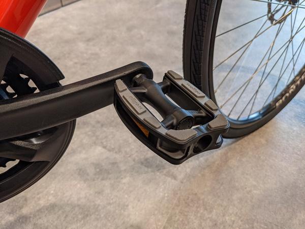 付属のペダルを交換すると性能アップ!納車前にもおすすめです。